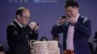 刘强东仅靠一顿酒拿到巨额投资?当说出金额数字时,网友不淡定了