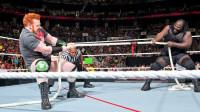 WWE擂台上的大力士拔河比赛 全世界最强壮的马克亨利并非浪得虚名