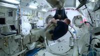"""宇航员在太空中如何""""娱乐""""?大叔变成人体""""悠悠球"""",太惊艳!"""