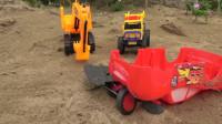 翻斗车找来挖掘机和翻斗车帮忙救援组装红色大跑车
