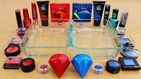 见过用钻石做无硼砂泥吗?加入红色和蓝色彩妆,最后的效果美哒哒