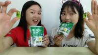 俩闺蜜吃可乐罐造型的汽水味软糖,奇趣的造型馋人的吃相,超逗乐