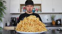 老外挑战吃薯条,20分钟吃完1800根薯条,网友:看着都油腻