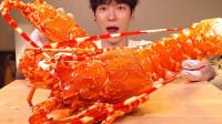 宅男小哥哥享受超级大的龙虾吃播篇