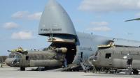 最大载重比运-20翻倍 能吞下潜艇的美军运输机