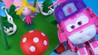 趣味玩具 在玩具箱子里找到超级飞侠小爱 外星人小欧等动画片人偶