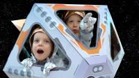萌娃小可愛帶妹妹去太空認識太陽系中的行星,小家伙的知識可真豐富,真是棒棒噠!