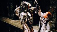 异形大战铁血战士:铁血战士每100年来地球一次,年轻的战士,将接受异形女皇的试炼