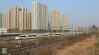 陇海铁路咸阳西站动车与普速并行交汇,来看一场火车的视觉盛宴
