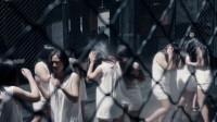 女囚犯们刚被关进监狱,不料就被高压水枪冲洗,狱长直接看傻眼了