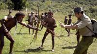 中国小伙误入食人族领地,被弓箭攻击,当地土著真要吃人?