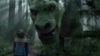 小男孩身世离奇,和一头绿色的龙一起生活,一个尊重自然的故事