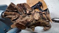 一块准备当柴火的木头,他加上环氧树脂加工一下,成品500都不卖