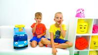 萌娃小可爱们和玩具小汽车一起被困在了沙发上,萌娃:妈妈,快来帮帮我们呀!