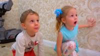 萌娃小可爱们在一起玩的可开心了!两个小家伙真是萌萌哒!—萌娃:好厉害的猴子呀!
