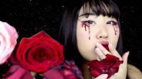 国外时尚美妆:女子带血玫瑰脸妆,这是被玫瑰刺伤了么