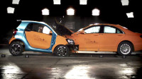 汽车真的越大越安全?奔驰S级对撞Smart测试,这结果你能想到?