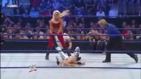 WWE:红衣美女和对手过招,引的裁判上前围观!