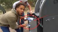 """野外捡到钱柜一定不要扔,小伙拆开后,发现""""巨额现金""""!"""