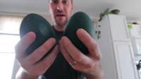男子获得两颗神秘蛋,孵化五十天后,钻出来的小家伙快萌出血了!