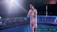 美女肉色丁字比基尼跳水,泳衣太贴近肤色,落水尴尬了
