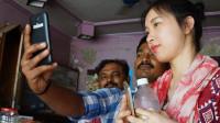 中国姑娘到印度旅游,超市消费100元后被人群围观:中国人真有钱!
