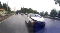 行车记录仪实拍:高速公路任性加塞,下一秒长教训了