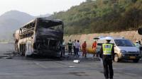 货车追尾大巴车,2秒后乙醇泄露引发大火,车上乘客无一幸存,视频还原全过程!