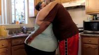 外国女子拥有2米巨臀,靠生孩子来保持臀围,丈夫却表示很喜欢!