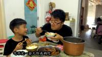 一包榨菜三碗米饭,家里陈米要生虫,大sao弄两斤虎皮鸡爪收个底