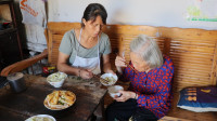 农村妈妈吃了又想吃的包面,原来做法这么简单,煮一大锅吃个够