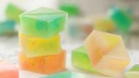 教你制作如宝石般晶莹剔透的琥珀糖,好吃又简单,一起来见识下!