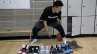 拿出自己收藏的昂贵球鞋打篮球