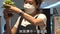 香港:同曾伟权13年情伤得深 53岁梅小惠20年后终脱单 同大只男友逛超市
