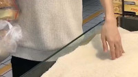 当你在超市看到大米,会不自觉把手插进大米吗?