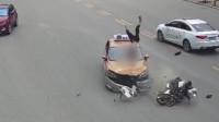 监控记录惊险一幕:男子骑车被撞腾空几圈还负全责