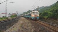 (成昆铁路)韶山4型电力机车重联货列上行方向二道通过沙湾站