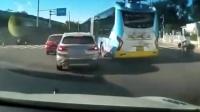 北京一公交与宝马斗气别车交警:正调查将严肃处理