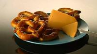 你知道量产的椒盐卷饼怎么做吗?带你走进工厂流水线,好吃又美味
