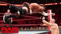 【RAW 08/19】瑞士超人竟拎起250多斤重的萨摩亚乔 表演凯萨罗旋转