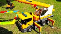 儿童趣味玩具:吊车、运输车、叉车组装乐高房子,挖掘机、吊车大战入侵恐龙!