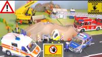 儿童趣味玩具:工程车卸载沙子,孩子们被困沙堆,消防车、警车、救护车紧急救援!