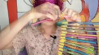 """妹子吃""""铅笔糖"""",创意造型好有趣,美味糖果藏其中"""