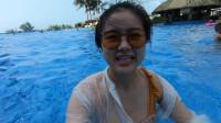 钱贝独自到广东阳江了,在酒店的泳池内学游泳,这技术能打几分?