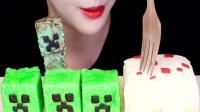 小姐姐吃带有表情的小甜品,造型新奇独特,网友:吃得好有创意!
