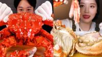 盘点各国吃货吃帝王蟹,看谁吃得最香最过瘾呢?3条蟹腿一起塞嘴里