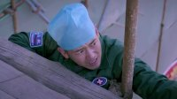 患者想不开要跳楼,谁料男医生竟徒手爬上去,找他要尿袋子!