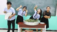 """学生挑战爆咸黄瓜,老师说奖励非常""""大"""",没想是一大蒸笼腌黄瓜"""