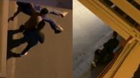 深夜街头一女子遭男子殴打不断哭喊求饶 警方:已连夜介入调查