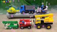 消防车帮助动物,飞机和工程车帮助汽车玩具,婴幼儿宝宝玩具过家家游戏视频I423